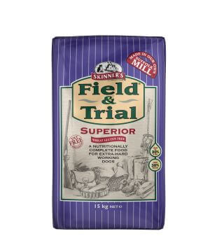 Field & Trial Superior draws on unrivalled experience to meet the particular needs of all breeds of extra hard-working dogs.